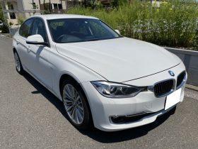 車名: BMW320i ラグジュアリー、年式: 平成25年6月、型式: DBA-3B20、色: ホワイト